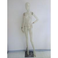 Faceless transparent damemannequin i glasfiber.